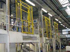 Sicherheitsschleuse vom Typ K - Sicht vom oberen Produktionsbereich. In einem Film wird die genaue Funktionsweise gezeigt.